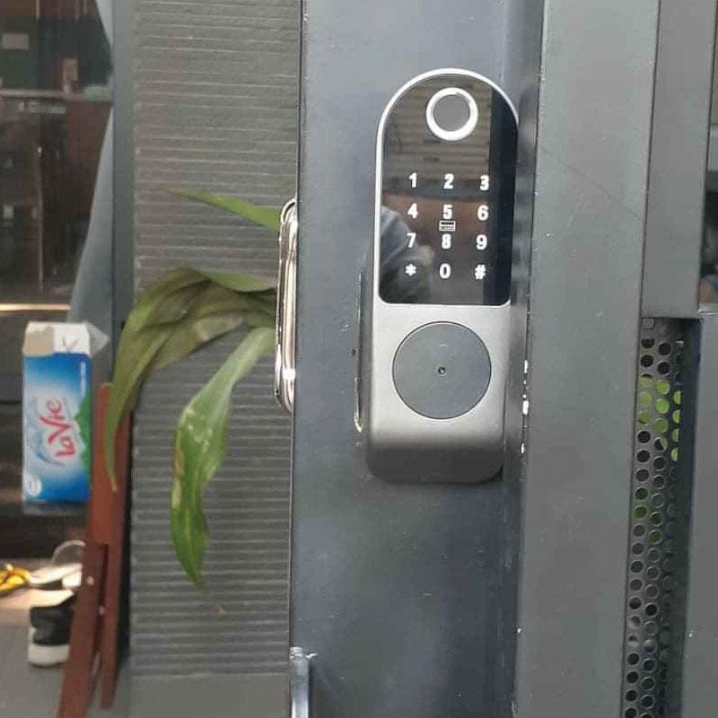 Có nên lắp khóa vân tay cho cửa sắt, cửa cổng hay không?