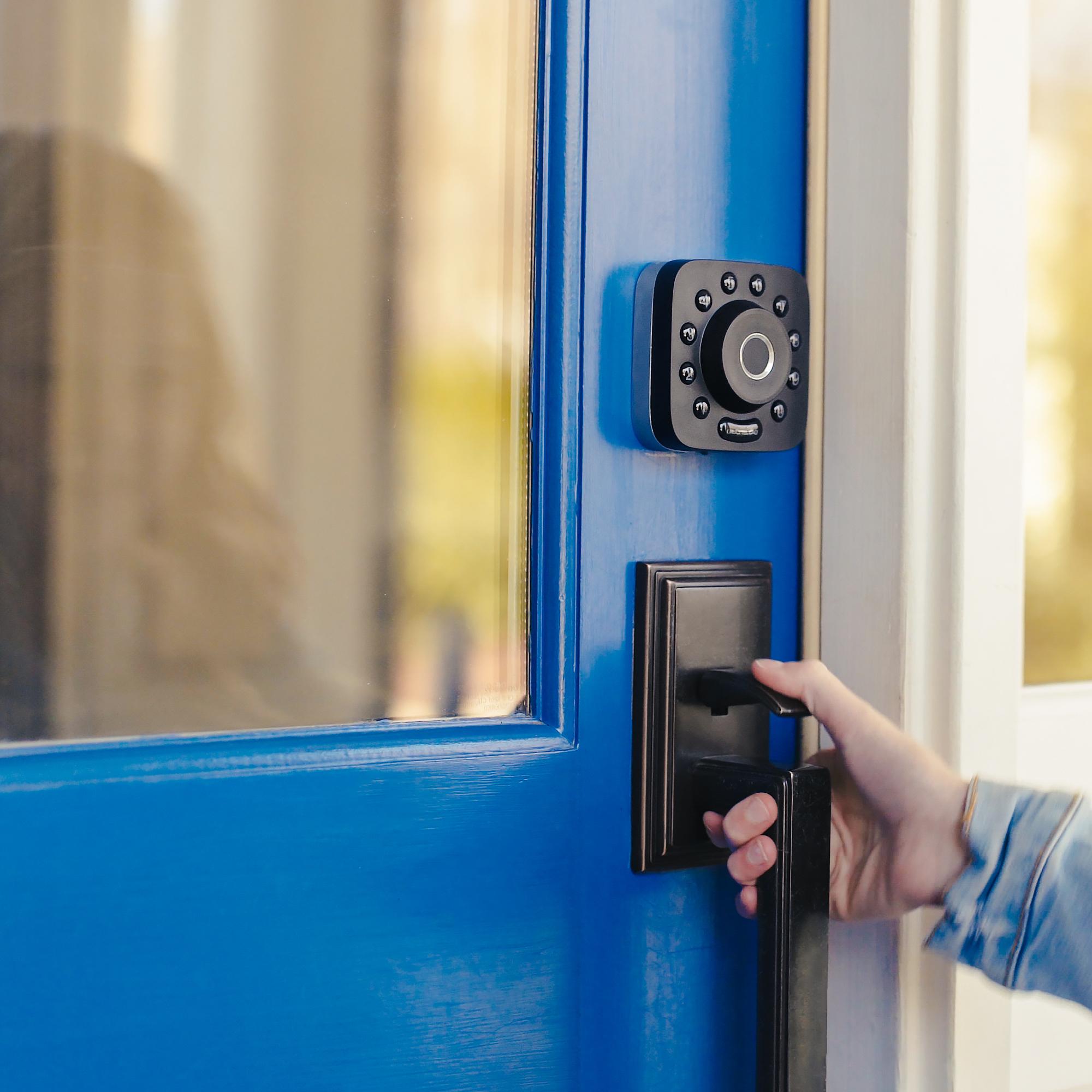 Khóa vân tay có an toàn không? Ưu điểm của khóa cửa vân tay an toàn so với khóa truyền thống