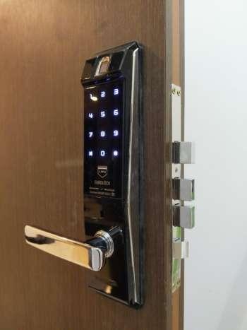 Lắp đặt khóa cửa vân tay EUROLOCK S9 tại chung cư The Sun Avenue